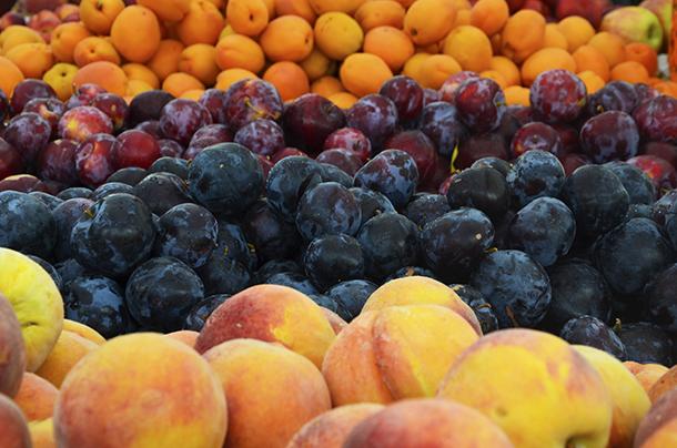 Farmers' fruit less close up - C