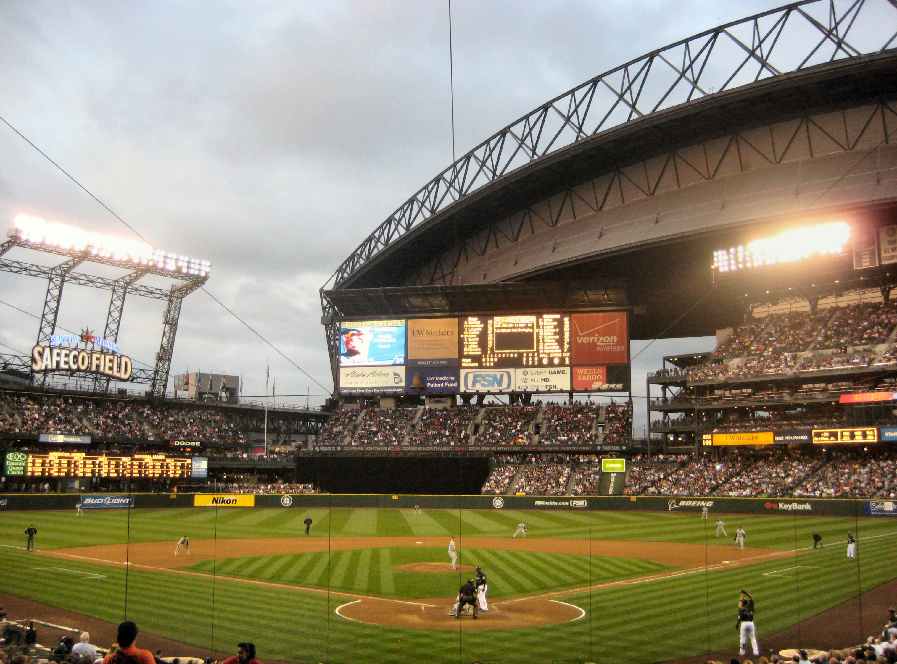 Safeco_Field._Against_Tampa_Bay_Rays,_with_Ken_Griffey_Jr._up_to_bat,_Seattle
