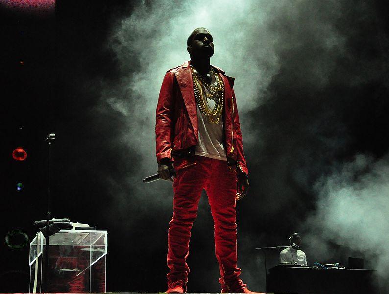 794px-Kanye_West_Lollapalooza_Chile_2011_1