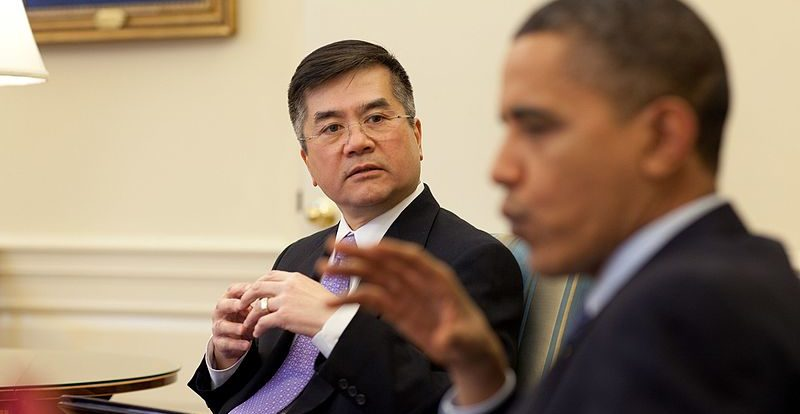 Barack_Obama_meets_with_Commerce_Secretary_Gary_Locke,_2010